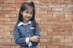 Mały Azjatycki dziewczyny pozować. Obrazy Stock