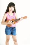 Mały azjatykci dziewczyny mienia ukulele zdjęcia royalty free