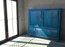 Mały błękitny gabinet z drzwiami w pokoju Pokój z okno, dywan i błękitny kredens obraz stock