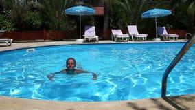 mały basen szczęśliwa dziewczyna zdjęcie wideo