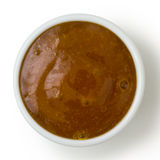 Mały biały garnek curry'ego kumberlandu upad od above, odizolowywający na bielu Fotografia Stock