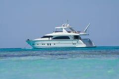 Mały biały motorboat Fotografia Stock