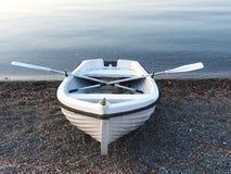 Mały Biały Rowboat fotografia royalty free