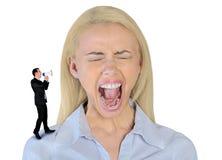 Mały biznesowy mężczyzna krzyczy na kobiecie Obrazy Stock