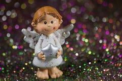 Mały Bożenarodzeniowy anioł z srebną gwiazdą Zdjęcia Stock