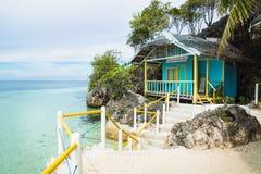 Mały bungalow przy oceanem Siquijor, Filipiny, Azja zdjęcia royalty free