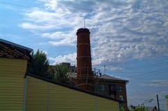 Mały ceglany komin kotłowy pokój w Moskwa obrazy royalty free