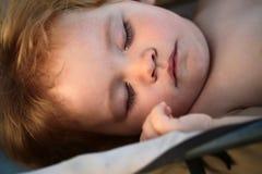 mały chłopiec śpi Obraz Royalty Free
