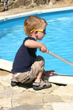 mały chłopiec basen Zdjęcia Royalty Free