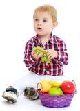 mały chłopiec grać Obrazy Royalty Free