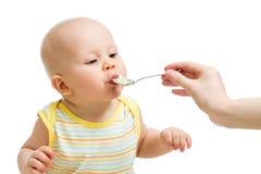 Mały chłopiec karmienie z łyżką Zdjęcia Stock