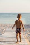 mały chłopiec plażowa obrazy stock