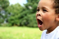 mały chłopiec ziewanie Zdjęcie Royalty Free