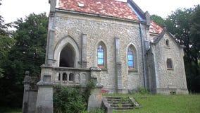 Mały chrześcijaństwo kościół w lesie zdjęcie wideo