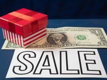 Mały czerwieni pudełko na jeden dolarowym banknocie obraz stock