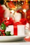 mały czerwony ribboned prezent zdjęcia royalty free