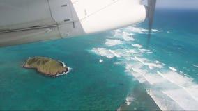 Mały dojeżdżającego samolot lata nad królik wyspy władyki Howe wyspą zbiory