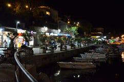 Mały dok z łodziami w Rabac w Chorwacja w nocy fotografia royalty free