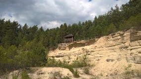 Mały dom na koloru żółtego niebie i piaskowu Obraz Stock