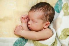 Mały dziecko Wśliznie Potów sen słodki spojrzenie Selekcyjna ostrość zdjęcia royalty free
