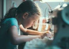 mały dziewczynę działanie Fotografia Royalty Free