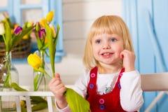 Mały dziewczynki zbliżenie pokazuje różne emocje Obraz Stock