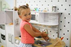 mały dziewczyny boisko obraz stock