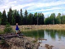 mały dziewczyny jeziora Fotografia Royalty Free