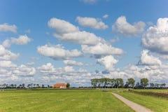 Mały gospodarstwo rolne w holenderskim krajobrazie blisko Groningen fotografia royalty free