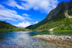 Mały halny jezioro w pięknych górach Fotografia Royalty Free
