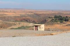 Mały jawny dogodność budynek w pustyni fotografia stock