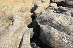 Mały jezioro między skałami w hatta Obrazy Stock