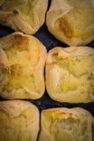 Mały khachapuri z serem na drewnianym stole deliciouses f zdjęcia royalty free