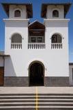 Mały kościół budujący na równik linii zdjęcia royalty free