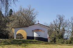 Mały kościół chrześcijański w górach fotografia royalty free