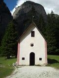 Mały kościół w Vallongia, Dolomiti góry Zdjęcia Stock