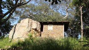 Mały koszary z Bodhi drzewem fotografia royalty free