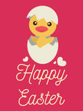 Mały kurczątko otwiera jajko uśmiech i, Szczęśliwi wielkanocy słowa Zdjęcia Stock