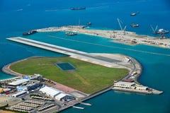 Mały lotnisko na spowodowany przez człowieka wyspie zdjęcia royalty free