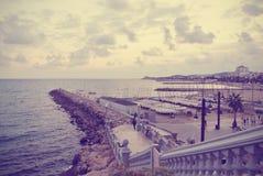 Mały marina w Hiszpańskim kurorcie nadmorskim Sitges; retro Instagram styl Fotografia Stock