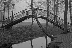 Mały most w ponurym mgłowym dniu w analogowym stylu Obraz Royalty Free