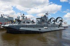 Mały napaść wodno-lądowa statku ` Evgeny Kocheshkov ` bierze część w Międzynarodowym Morskim salonie Obrazy Stock