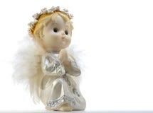 Mały opiekunu anioł odizolowywający na białym tle wiązka rzeźbiący dekoraci winogron rocznik drewniany Zdjęcia Stock