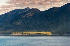 Mały połowu troller, wczesny poranek w Clarence cieśninie blisko Ketchikan, Alaska fotografia royalty free