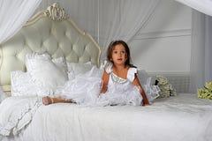 Mały princess w mądrze biel sukni Zdjęcia Stock