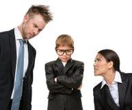 Mały przyszłościowy biznesmen w stresie rodzice fotografia royalty free
