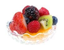Mały puchar wypełniający z świeżą owoc fotografia stock