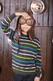 Mały roześmiany chłopiec pilot w szkłach fotografia royalty free