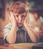 Mały rudzielec uczeń podczas lekci Obraz Royalty Free