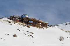 Mały rynek i handlarscy miejsca dla sprzedawać pamiątki blisko narciarskiego dźwignięcia przy wysokością 2.270 m nad poziom morza obraz stock